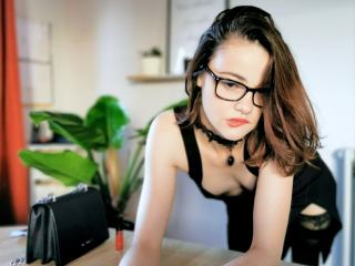 EloPhoenix - Video chat sex with a White Horny lady