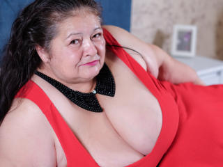 BBWLadyForYou - chat online hot with this brunet mom