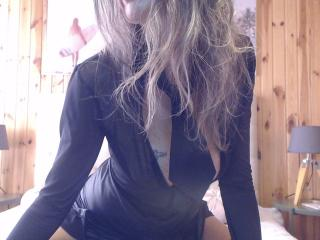 FrenchPlumeX - Cam exciting with this average hooter Sexy lady
