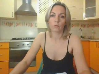 VickiSecret - Web cam hard with this blond Hot chick