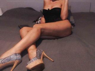 PrettyEllen - Web cam nude with this fit physique Gorgeous lady
